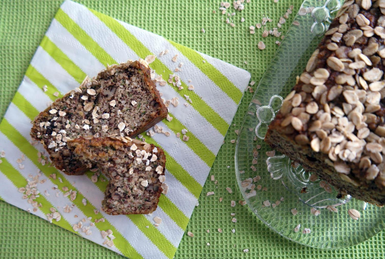 Zucchettikuchen mit Nüssen
