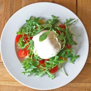 Burrata mit Tomaten-Orangen-Salat