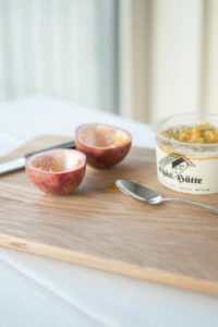 Rahmquark mit Passionsfrucht zum Frühstück