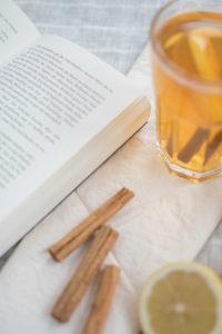 Heisser Tee im Winter ohne Zucker